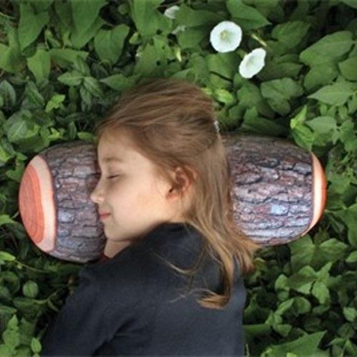 Slaap op een boomstam