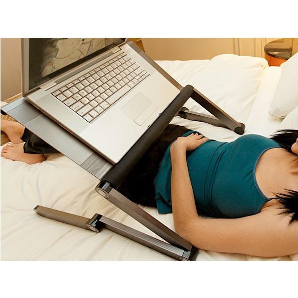 Laptoptafel tijden het liggen